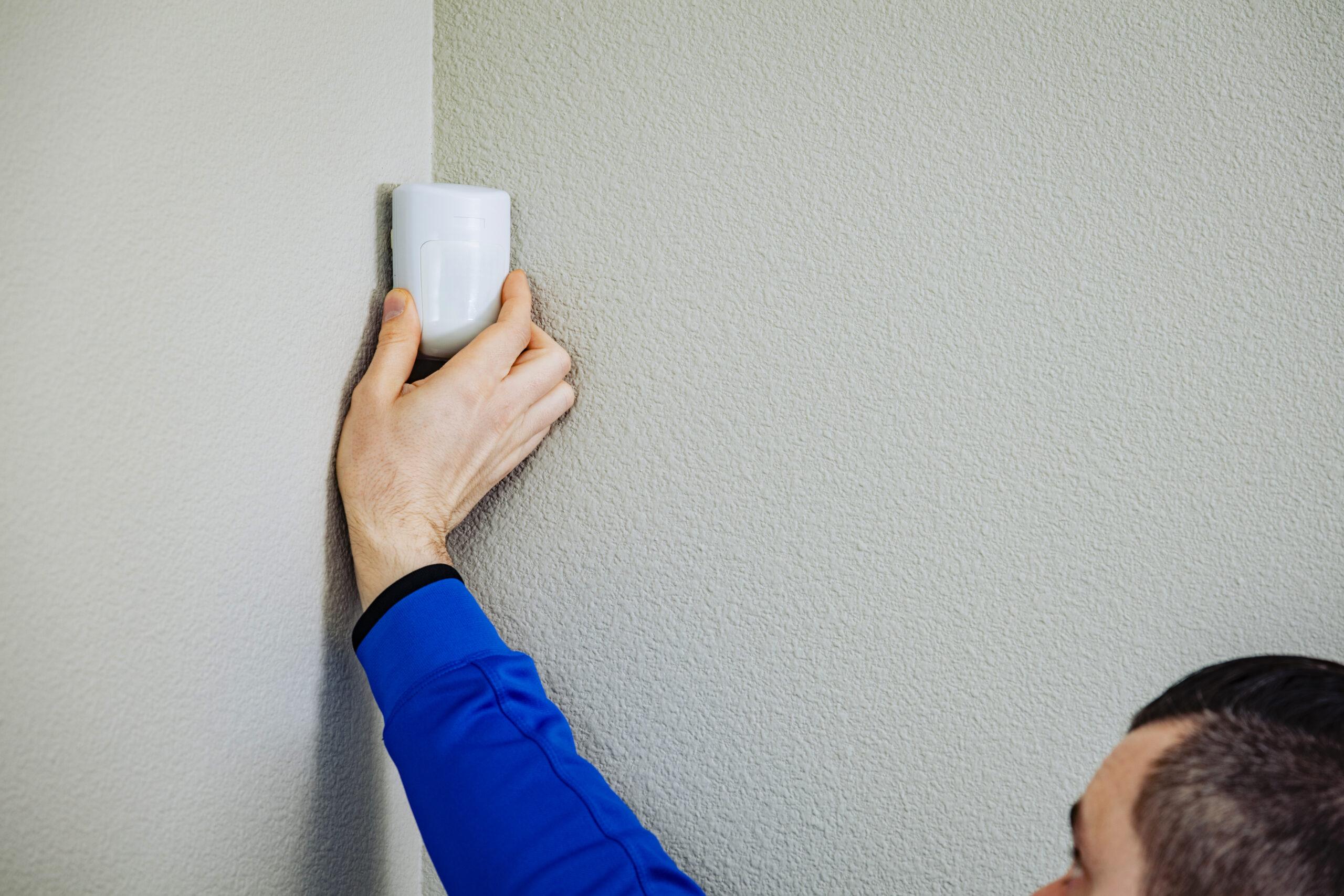 Indoor PIR close-up installer
